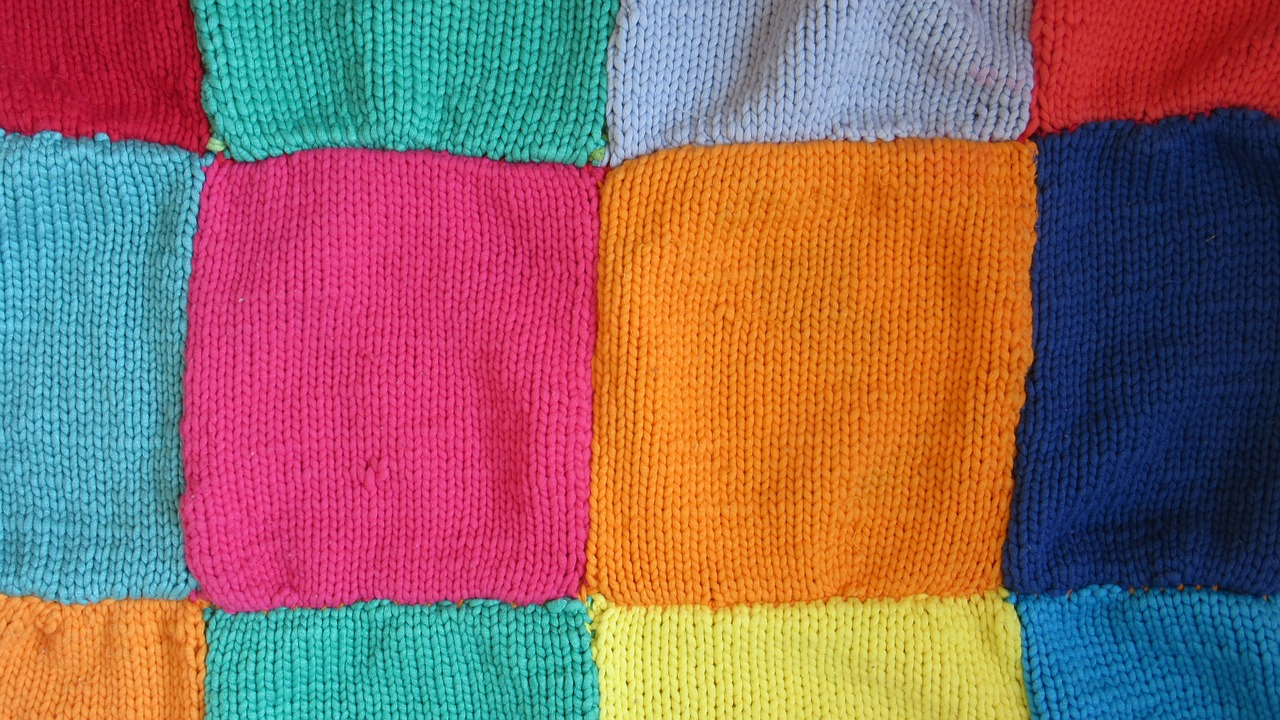 12 Ideas - What Can I Do With Knitted Squares?