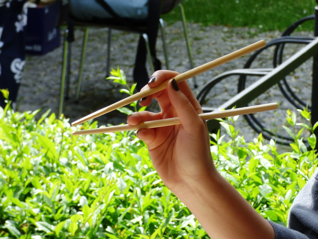 Here's How You Can Knit With Chopsticks